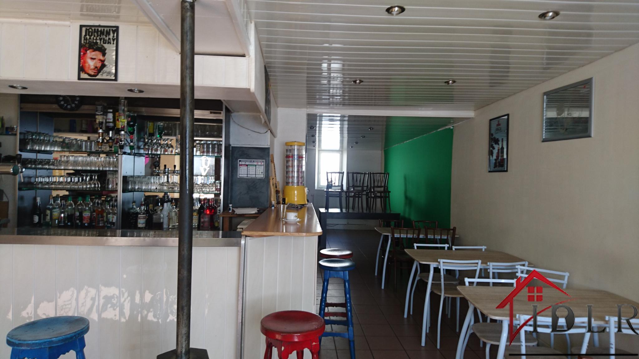 murs commerciaux et fond de commerce café restaurant avec appartement accès séparé 127000